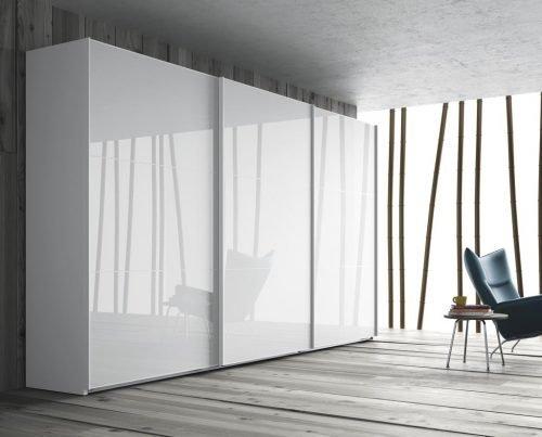 Wardrobe with three sliding doors in colour Blanco Brillo