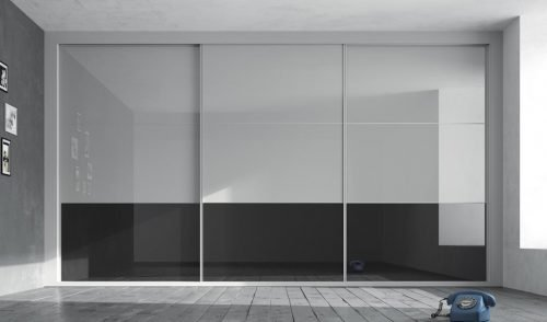 Fitted wardrobe with three sliding doors composed of different panelling