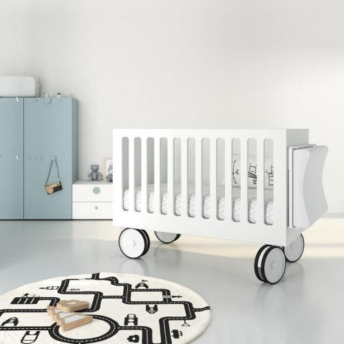 Baby cot on wheels that also includes a changer in colour Blanco