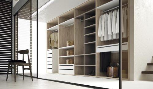 Open walk-in wardrobe in colours Nórdico, Blanco and Angora