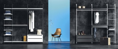 Walk-in wardrobes with metallic columns in colour Blanco and Vulcano
